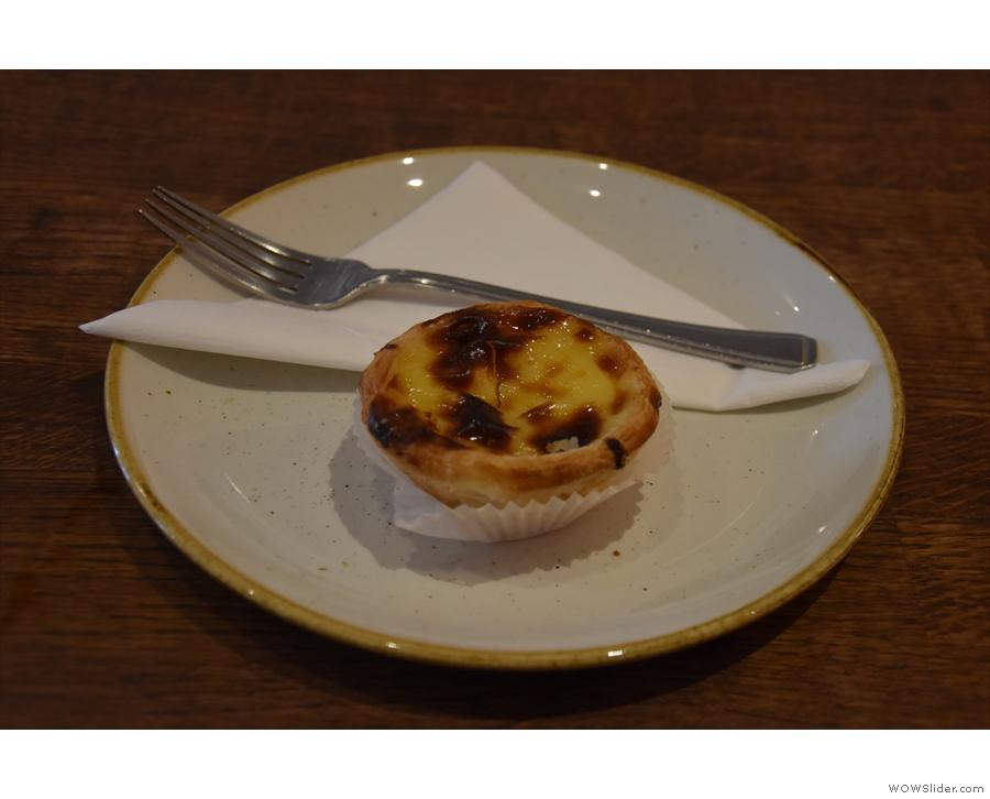 ... as well as a pastéis de nata on a proper plate.