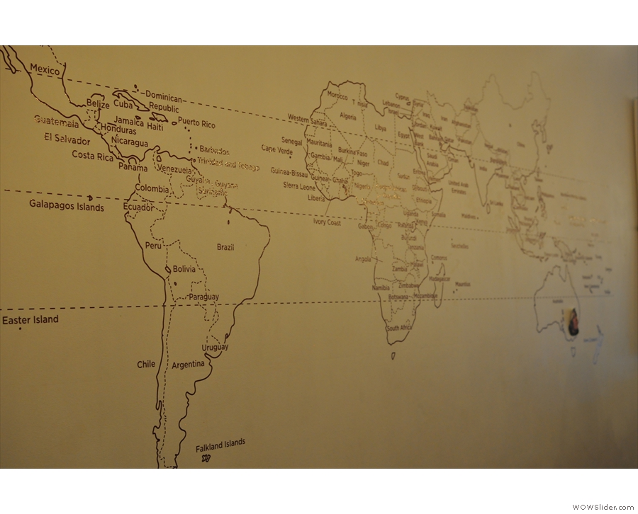 Next to that, opposite the counter, a world map shows the coffee-growing tropical regions.