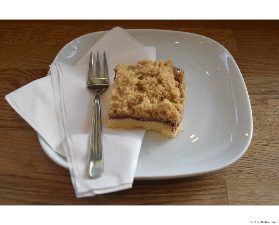 I decided to have a slice of the blackberry shortbread crumble...