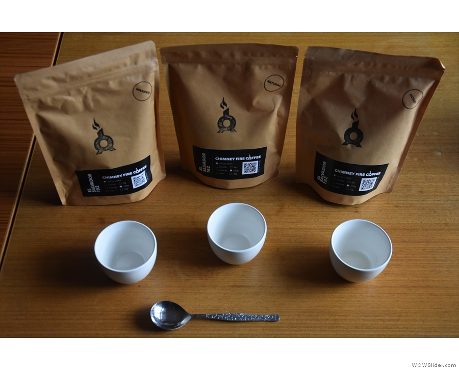 To compare the three, I decided to have a cupping at home. You'll need three bowls...