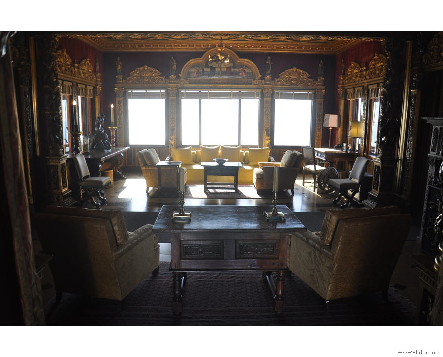 This time, let's start with the gorgeous sitting room...