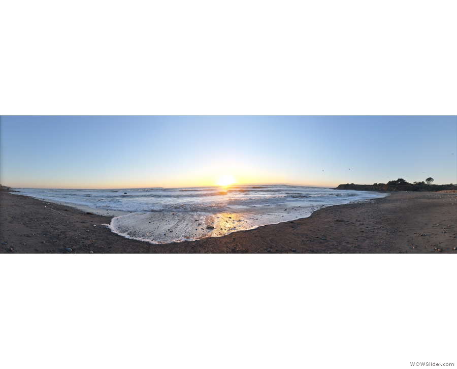 However, for that, you will need to read the post following this gallery, since the tale is not very photogenic. Instead, here's something that is very, very photogenic: sunset at San Simeon beach.