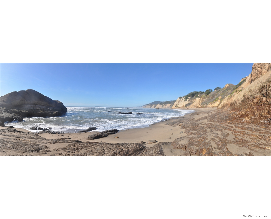 A panorama of the second bay to the north. There's a third rock in the distance and...