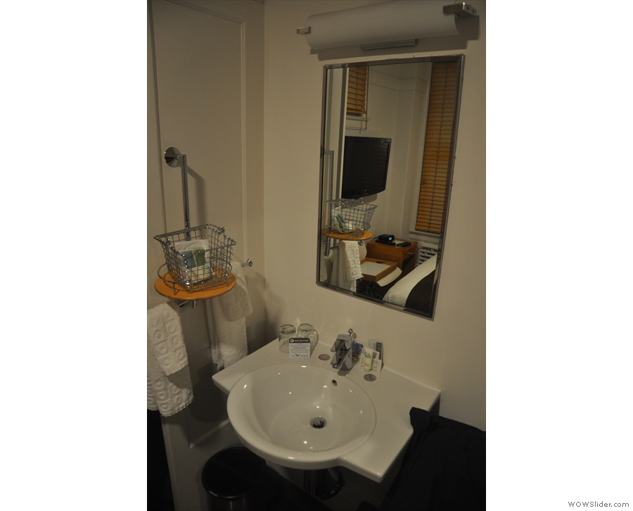 ... a washbasin in the room (and a shared bathroom just outside)...