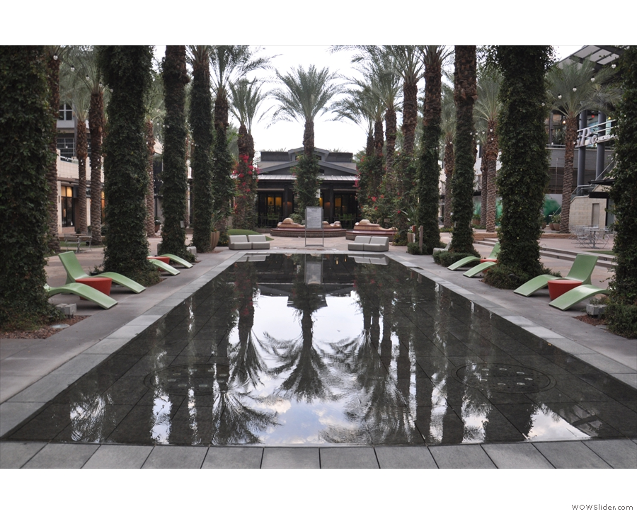 ... when I went down to the lovely Scottsdale Quarter shopping malll (a 10-minute walk)...