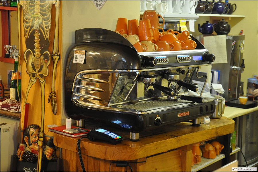 Now that's one tidy espresso machine! That might just be the tidiest I've ever seen!