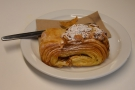 I had one of the last pastries, which I paired with the filter option, the El Diamante...