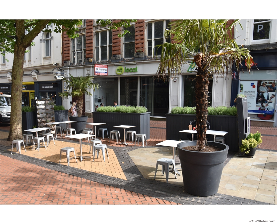... along with the outdoor seating on the semi-pedestrianised street.