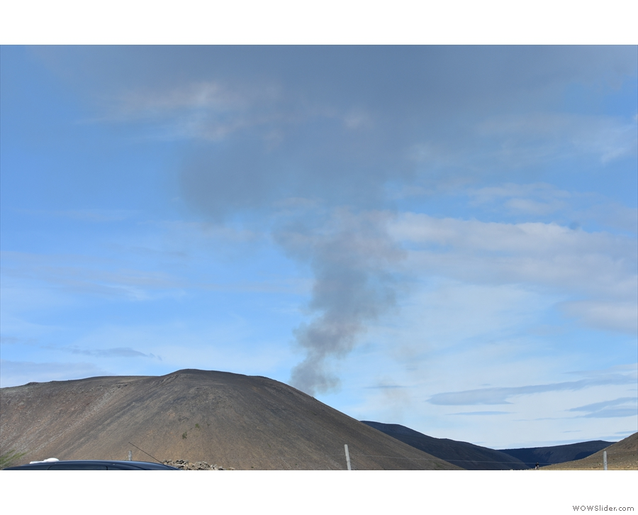 Back at the car park, the plume from Geldingadalir clearly standing out against a blue sky.