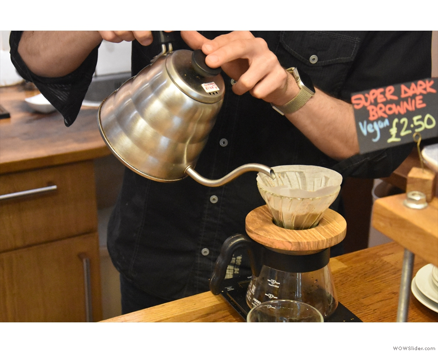 ... and we're off with the short first pour, which allows for the coffee to bloom.