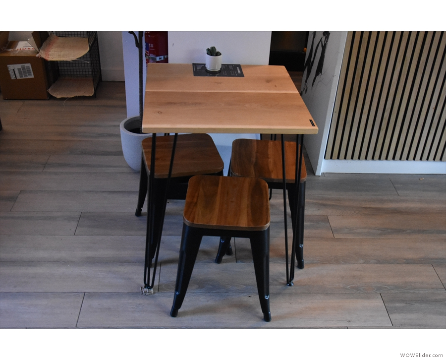 ... while opposite that on the right is this three-person table, just beyond the counter.