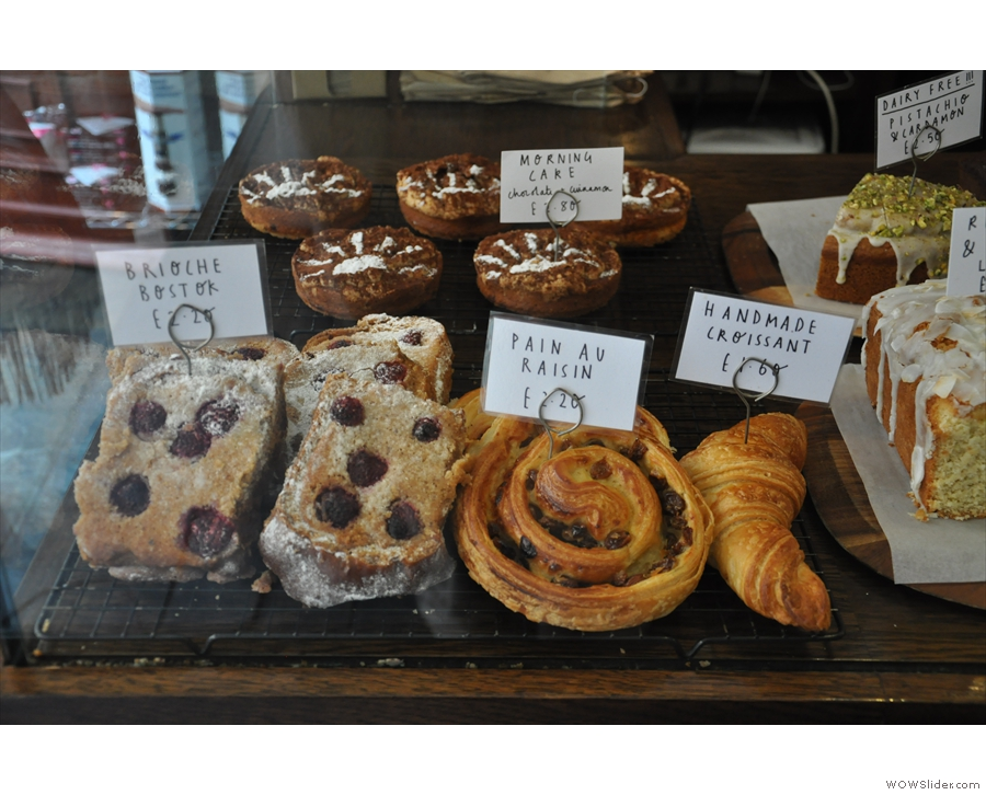 So, to business. The cakes & pastries, including the interestingly-named Morning Cake.