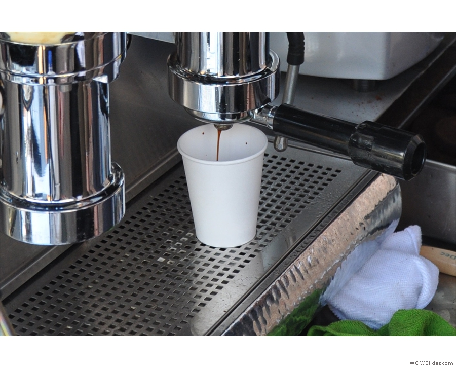 ... and out comes the beautiful espresso!