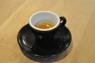 So, to business. My espresso came in a classic black cup which was damn hard to photograph well!