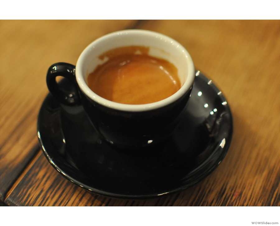 There are only so many pictures of roasters that you can take, so here's the Velos blend.