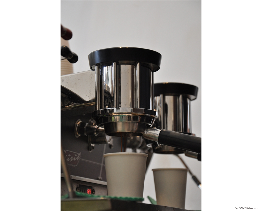 I love a bottomless portafilter. Here we're just at the start of the extraction.