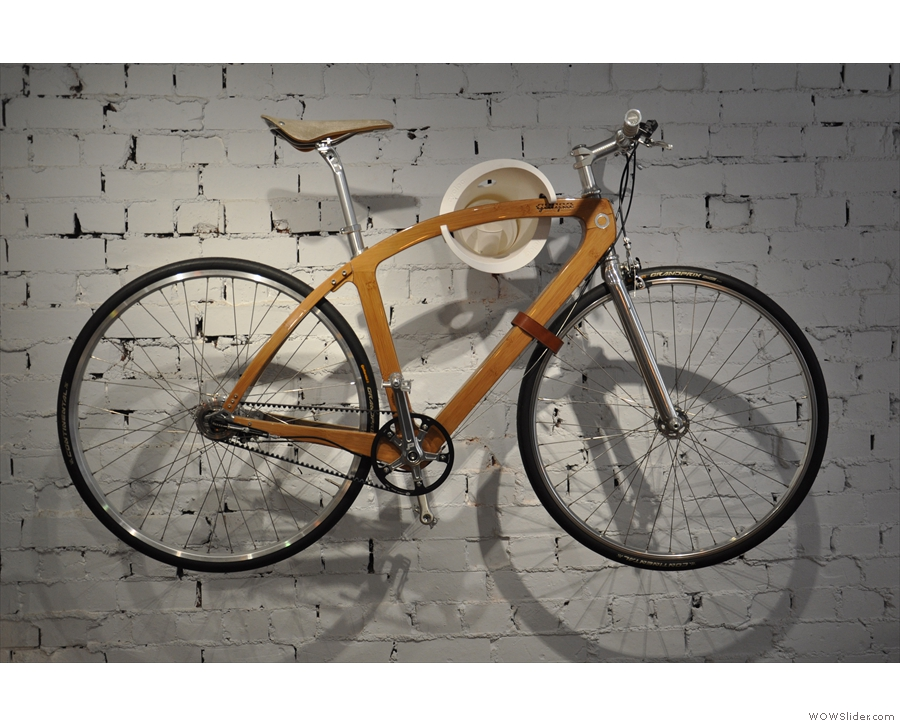 It's full of interesting things, such as this bicycle hanging on the wall.