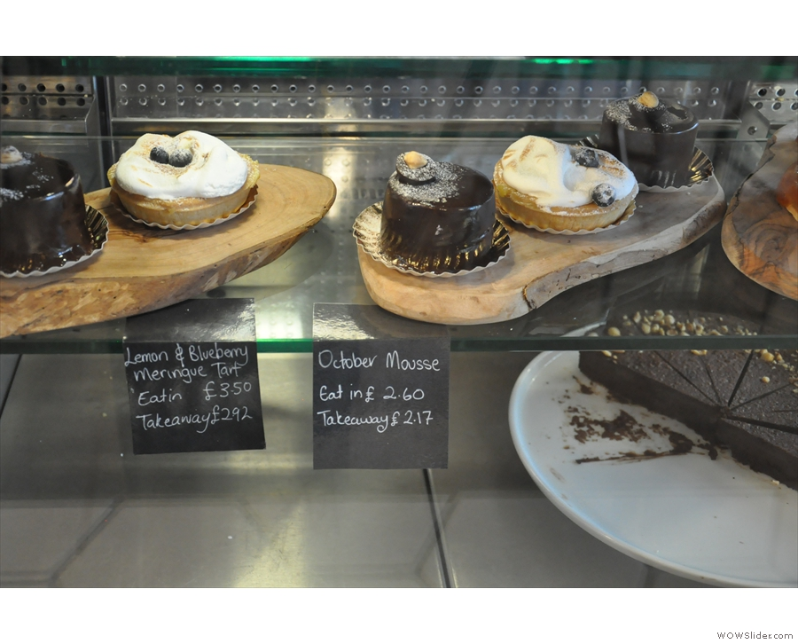 These cakes must be really special: they have to be kept behind glass!