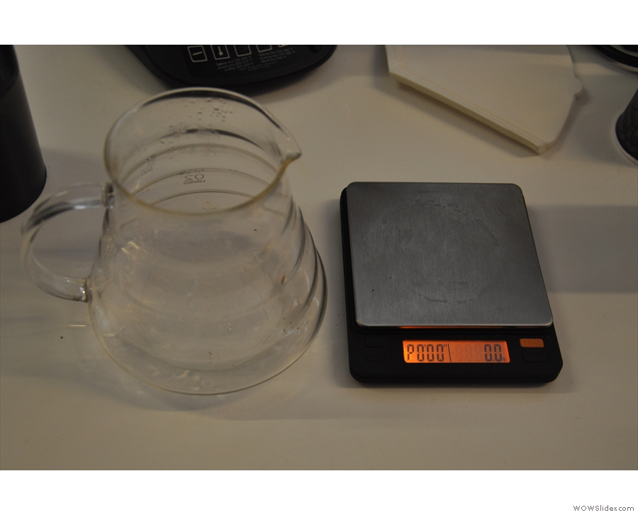 The scales themselves, next to a carafe.