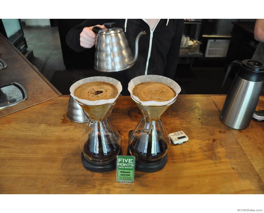 It doesn't do bulk brew, instead making two large Chemex at a time.