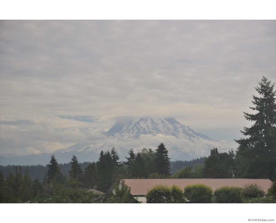 Mt Rainer again, a more manageable 70 km away. You'll be seeing a lot more shots like this.