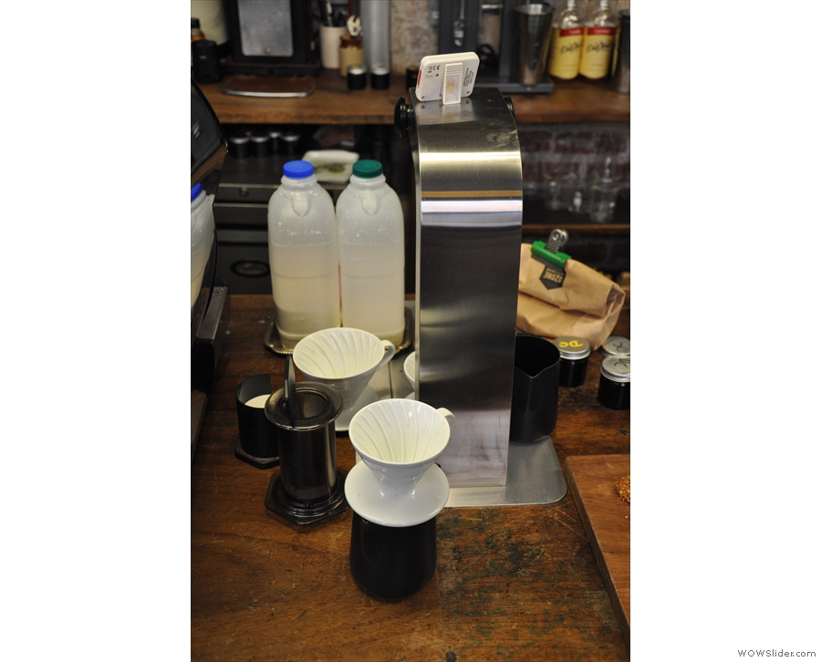 While very busy, Sellers Wheel does offer hand-poured filter through V60 or Aeropress.