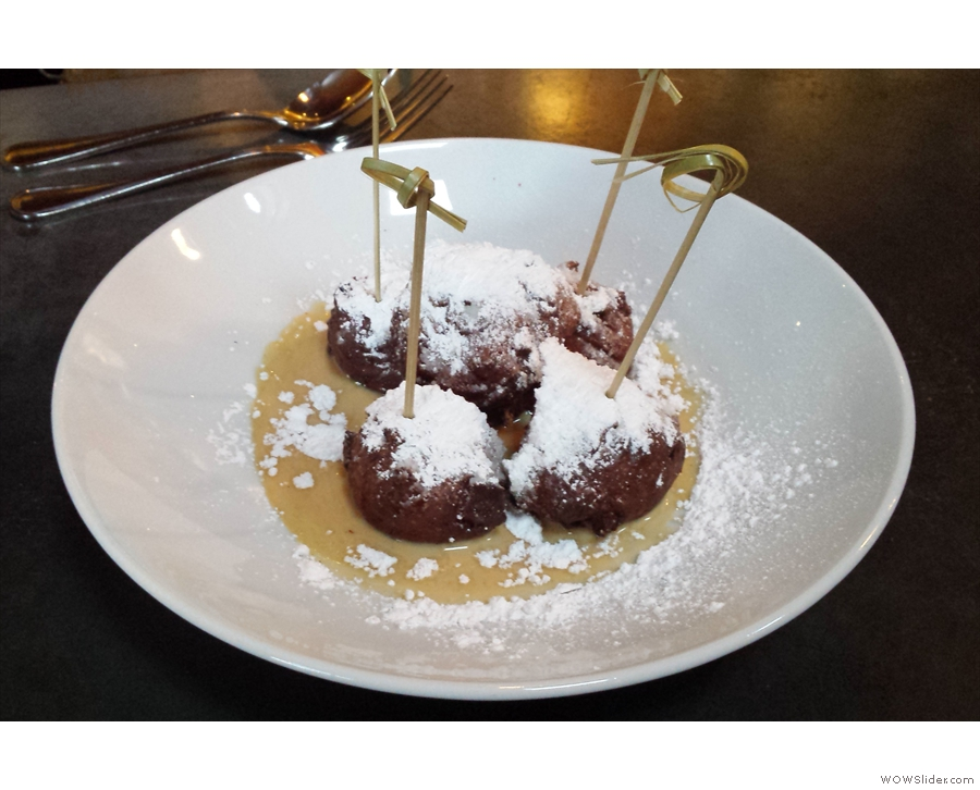For dessert, I had these beignets, recommended by the barman. He didn't let me down!