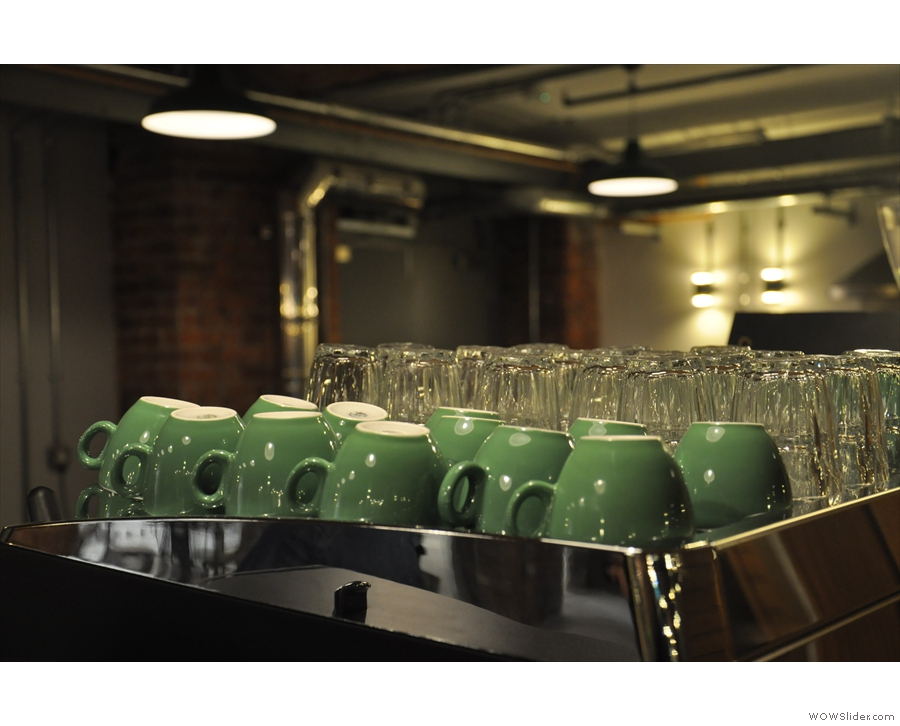 Just in case anyone thinks its only glasses, I'll leave you with these lovely, lovely green cups.