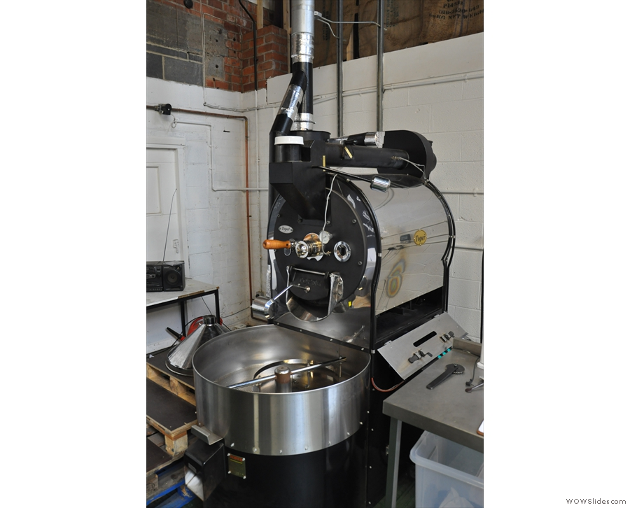 Over in the far corner there's a roaster (a 15 kg Toper)...