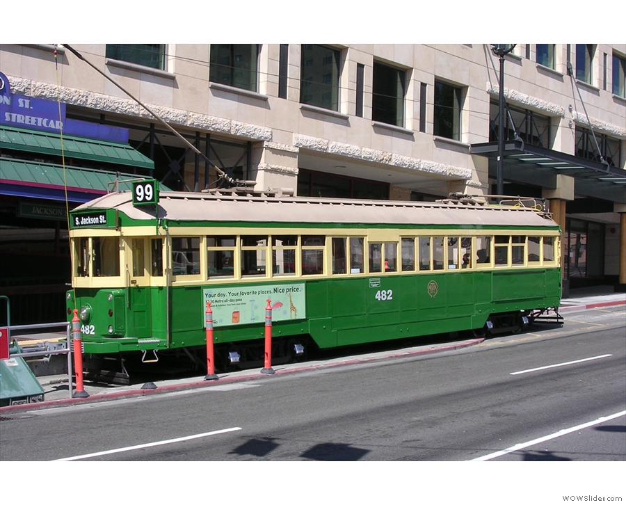 Seattle also has a network of old-fashioned streetcars (this photo & the last are from 2005).