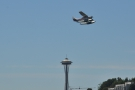 A float plane obligingly flew past. Lake Union acts as the airport for the float planes.