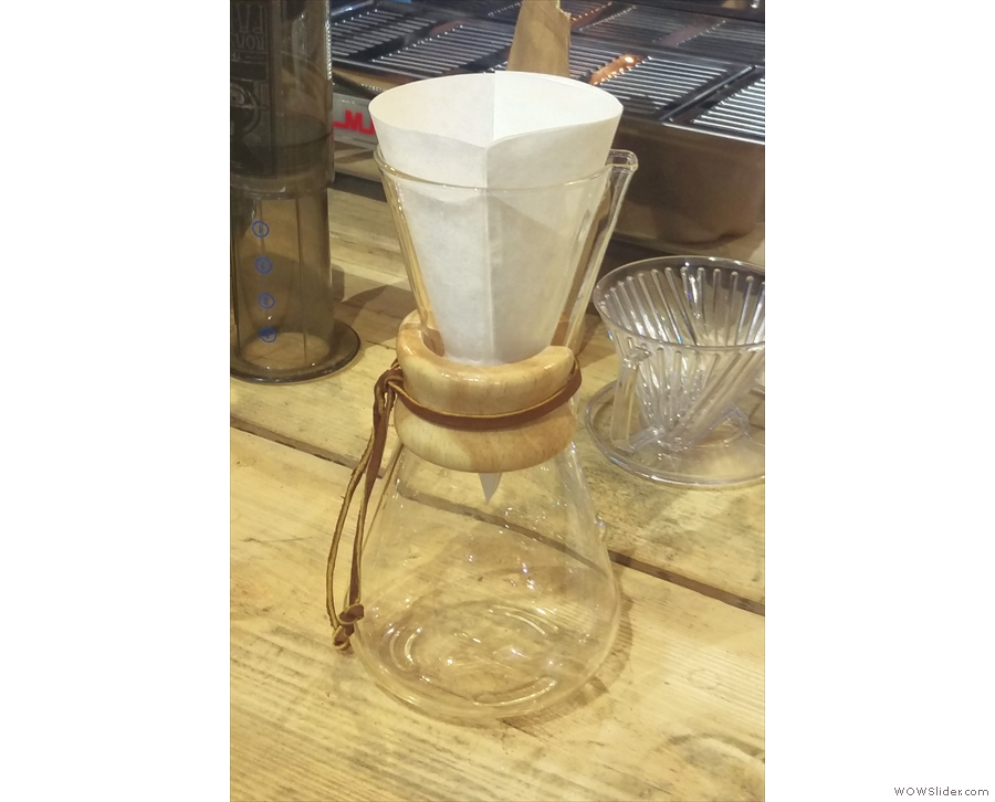 The filter paper is in the Chemex and we can start brewing.