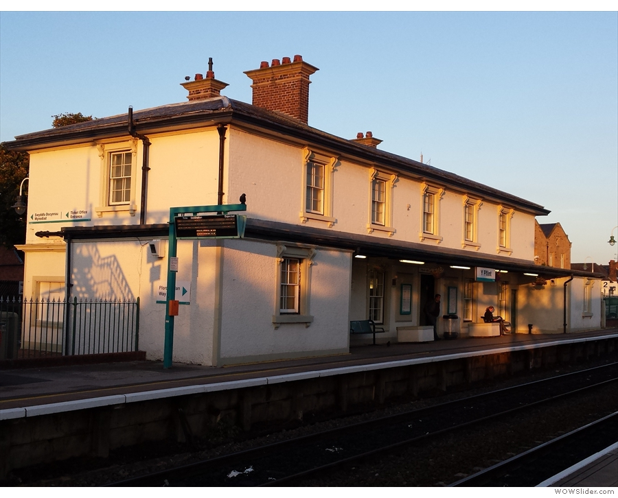 This was my starting point yesterday morning: Flint station. Only it didn't look like this. This morning it was pouring with rain and blowing a gale... So, no, I didn't stop to take a photo!