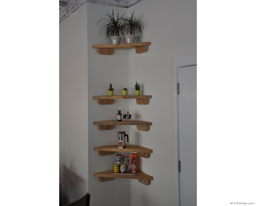 I really liked this little shelving unit in the corner.