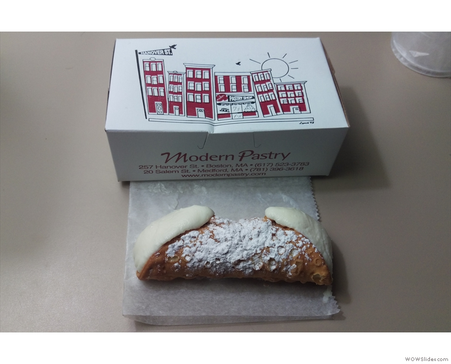 Inside I found a traditional cannoli, stuffed with a ricotta filling.