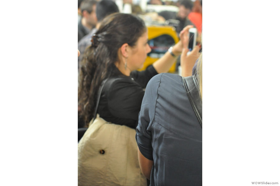 This is fellow-blogger Giulia, taking a snap of the Terrone pop-up. Since Giulia is renown for her photography, it is ironic that I only managed to get this out-of-focus snap!