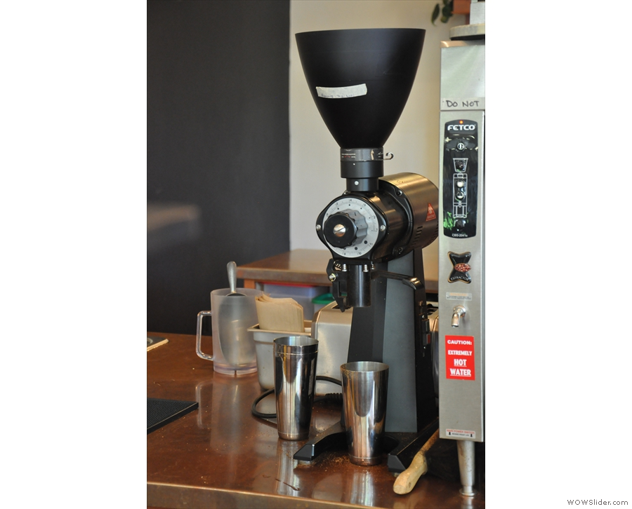 The ubiquitous EK-43 is also here. It grinds all the filter beans (bulk, hand-pour & cold brew).
