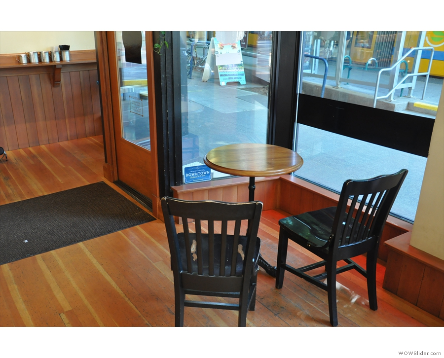 Windows run along 10th Av & Yamhill St, which is where the seating is, starting by the door.