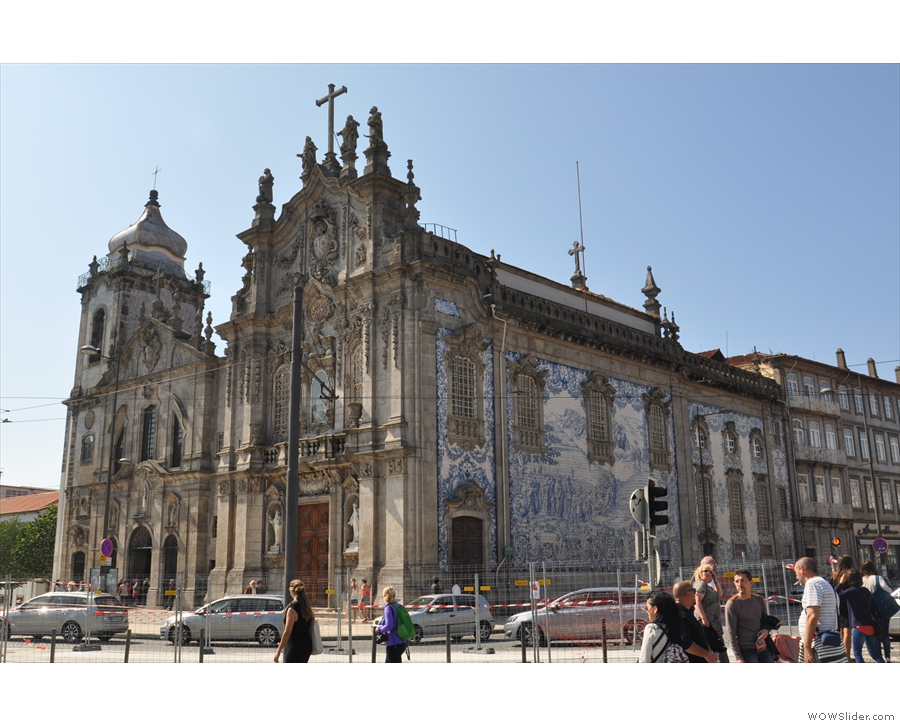 It's not just walls that are well-decorated. This is the Igreja dos Carmelitas, covered in tiles!!