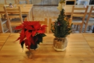 ... while flowers (and Christmas decorations) adorn the tables.